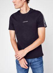 Essential Logo Tape T-Shirt par - Calvin Klein - Modalova
