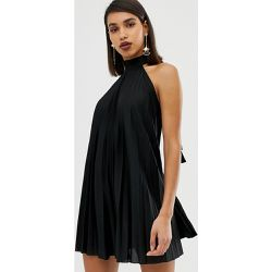 fc72a5be131 Robe courte plissée dos nu - ASOS DESIGN - Shopsquare