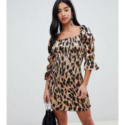 b9a0cc1de9d Robe fourreau courte avec encolure carrée et imprimé léopard - John Zack  Petite - Shopsquare