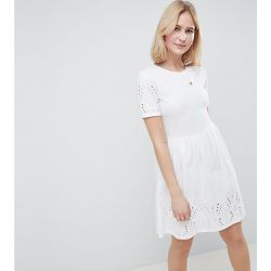 ASOS DESIGN Tall - Robe patineuse courte ornée de broderies - ASOS Tall - Shopsquare