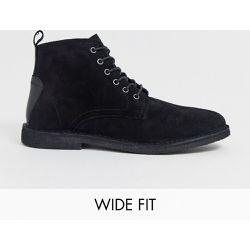 4dbd43c0dc3 Desert boots pointure large en daim avec détail en cuir - - ASOS DESIGN -  Shopsquare