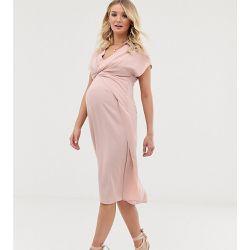 a48fa5243be757 ASOS DESIGN Maternity - Robe mi-longue torsadée et drapée sur le devant