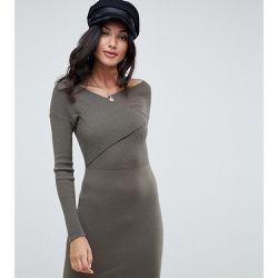 6de05549791 ASOS DESIGN Tall - Robe en maille coupe cache-cœur - ASOS Tall - Shopsquare