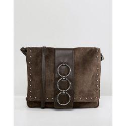 eb2c005a63 Sac bandoulière en cuir et en daim avec anneau - ASOS DESIGN - Shopsquare