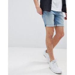 Short en jean slim à abrasions avec délavage clair - ASOS DESIGN -  Shopsquare a75e341fcc0