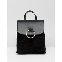 f30a52e471 Petit sac à dos en cuir et daim mélangé avec anneau - ASOS DESIGN -  Shopsquare