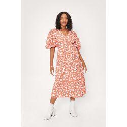 Plus Size Floral Print Wrap Midi Dress - Nasty Gal - Modalova