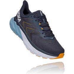 Hoka Arahi 5 Wide Fit Running Shoes - AW21 - Hoka One One - Modalova