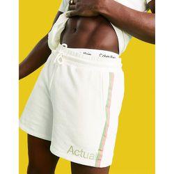 Athleisure - Short en jersey avec logo imprimé et bandes sur les côtés (ensemble) - Écru - ASOS Actual - Modalova