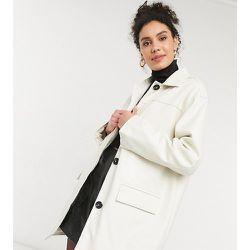ASOS DESIGN Tall - Veste chemise oversize imitation cuir à doublure matelassée - Crème - ASOS Tall - Modalova