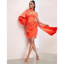 Robe en satin asymétrique avec drapé extrême - vif - ASOS Luxe - Modalova