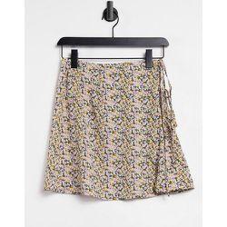 Exclusivité ASOS - - Mini-jupe portefeuille de plage avec lien à nouer (fait partie d'un ensemble) - Floral - Fashion Union - Modalova