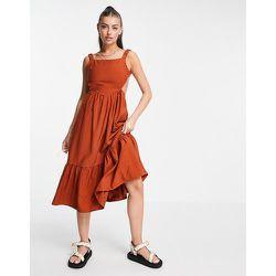 Robe babydoll mi-longue à dos-nu et volants - Fashion Union - Modalova