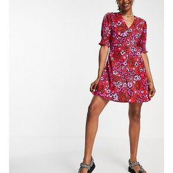 Robe rétro courte à imprimé fleuri - Influence Tall - Modalova