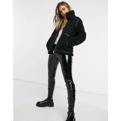 Manteau duveteux à coutures en imitation cuir - JDY - Modalova