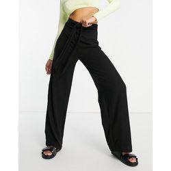 Pantalon loungewear large avec ceinture - Lipsy - Modalova