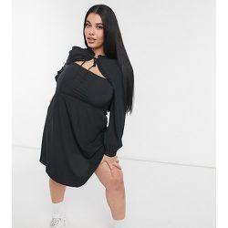 New Look Curve - Robe courte à découpes et bordure volantée - New Look Plus - Modalova