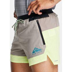 Trail Flex Stride - Short de course 5pouces - Citron - Nike Running - Modalova