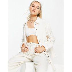 Veste chemise avec ceinture sur la taille - Crème - Pieces - Modalova