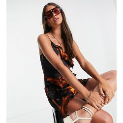 Tall - Robe courte à volants effet tie-dye en satin durable - Topshop - Modalova