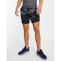 Short de sport stretch 7pouces à motif camouflage - Noir - Under Armour - Modalova