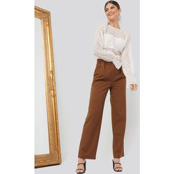 Pleat Front Pants - Brown - Chloé B x NA-KD - Modalova
