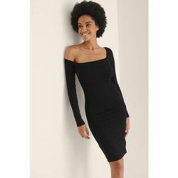 Robe Côtelé À Épaules Asymétriques - Black - NA-KD Trend - Modalova