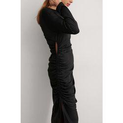 Robe Mi-Longue Drapée À Une Manche - Black - NA-KD Trend - Modalova