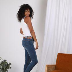 Jean skinny sur chevilles bas effilochés et ceinture - Bleu - 3 SUISSES - Modalova