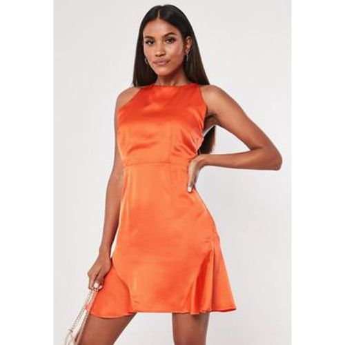 Robe patineuse courte en satin, - Missguided - modalova